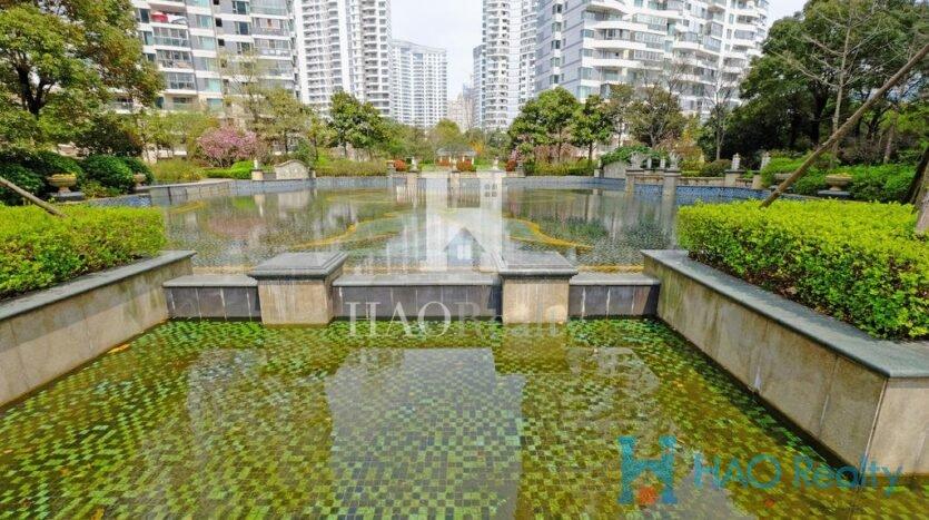 with some apartments enjoying great views of Huangu River. Shanghai Downtown (Inner Ring) Baihui Garden
