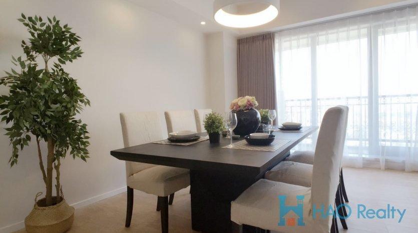 Spacious 4BR Apartment w/Wall Heating nr Jiashan Road Metro ( & 12 HAO Realty Shanghai HAOSW021784