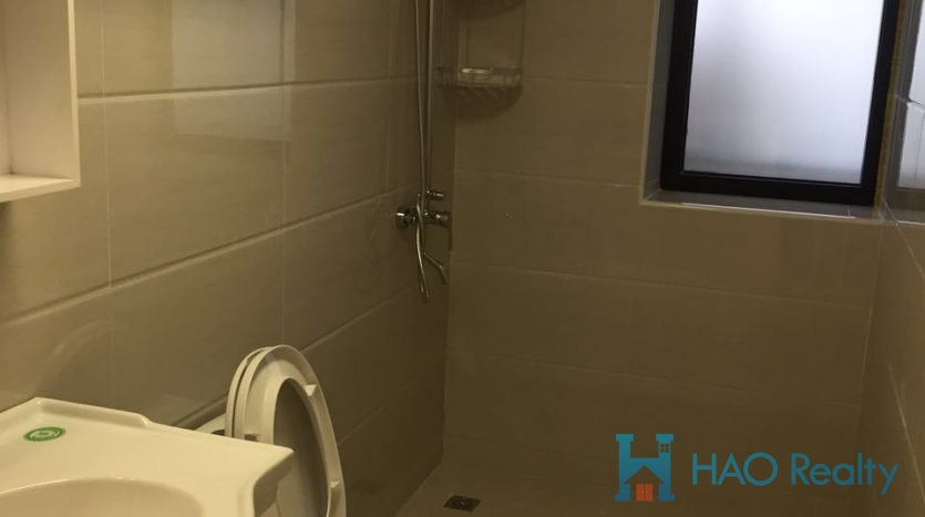 Bright 3BR Apartment in Downtown HAO Realty Shanghai HAOEC024868