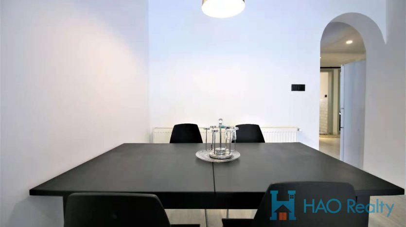 Simple 3BR Apartment w/Wall Heating in Downtown HAO Realty Shanghai HAOEC024918