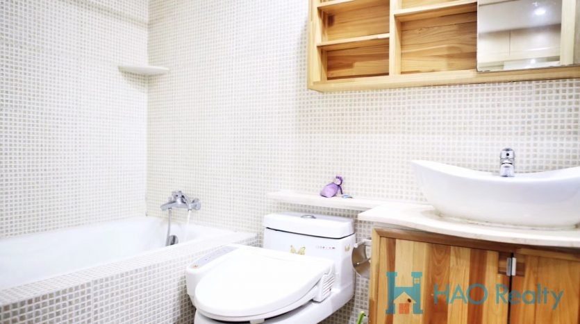 Spacious 2BR Apartment in Regents Park HAO Realty Shanghai HAOLC025647
