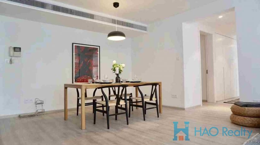 "Spacious 3BR Apartment w/Floor Heating in ""Yishu Apartment"" HAO Realty Shanghai HAOSW025504"