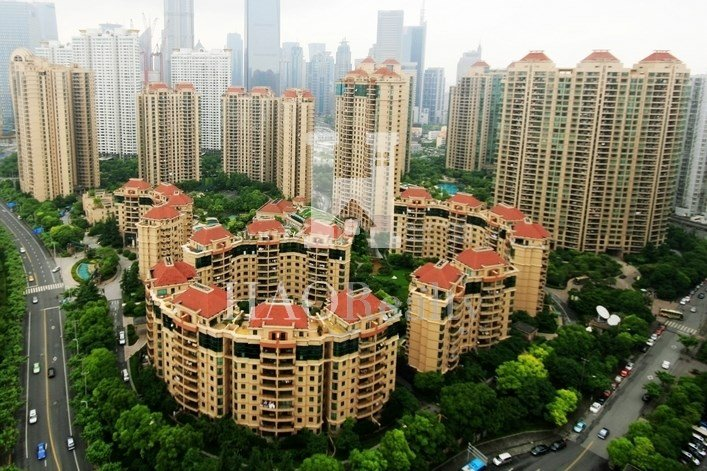 Yanlord Garden is a well-known luxurious apartment complex in Lujiazui