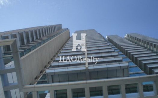 Next to West Nanjing Road Metro station and North Maoming Road dining & entertainment district situates Crystal Pavilion