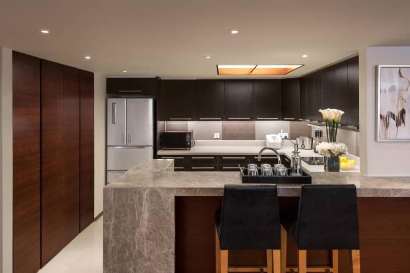 Shanghai Centre service apartment kitchen